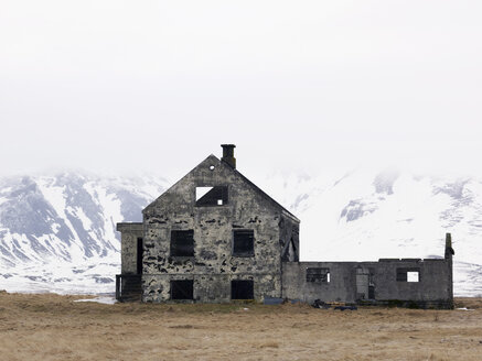 Iceland, View of old ruin house in Snaefellsnes peninsula - BSC000269