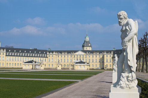 Germany, Baden Wuerttemberg, Karlsruhe,View of Karlsruhe palace - MH000168