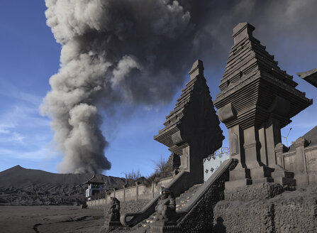 Indonesia, Java, View of eruption from Bromo volcano near temple - MR001379
