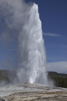 View of Old Faithful Geyser at Yellowstone National Park - MR001398