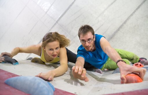 Germany, Bavaria, Munich, Young man and woman bouldering - HSIYF000164