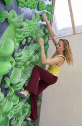 Germany, Bavaria, Munich, Young woman bouldering - HSIYF000225
