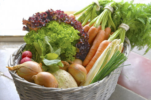 Germany, Carrots, asparagus, celery, onions, garden radish, chives in basket - ONF000152