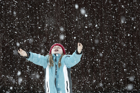 Austria, Girl trying to catch snowflakes - CWF000034