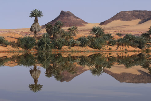 Africa, Chad, View of Demi salt lagoon at Lakes of Ounianga - RM000566