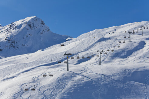 Switzerland,Carmenna, view of ski chair lift - WDF001692