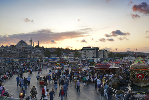 Turkey, Istanbul, View of Suleymaniye Mosque and Fish restaurant at Golden Horn - LH000063