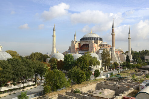 Turkey, Istanbul, View of Hagia Sophia with archaeological park - LH000064