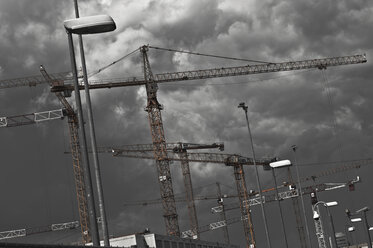 Germany, Berlin, Cranes at construction site of Federal Intelligence Service - FB000034