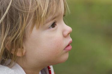 Germany, Tuebingen, Girl looking away - LV000029