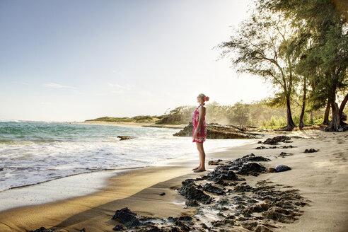 USA, Hawaii, Mid adult woman standing on beach - SKF001288