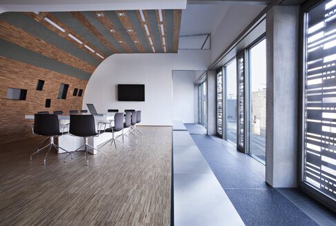 Germay, North Rhine Westphalia, Cologne, Modern office conference room - FMKY000268
