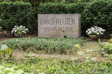 Germany, Berlin, Memorial grave of Ernst and Hanna Reuter - CB000028