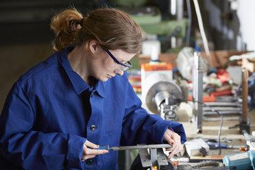 Germany, Kaufbeuren, Woman working in manufacturing industry - DSC000071