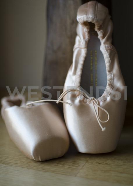 Little ballet shoes, close up - MBOF000012