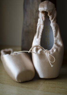 Little ballet shoes, close up - MBOF000012