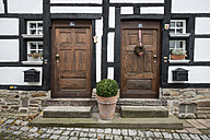 Germany, Essen, Old wooden doors of historic town - EL000045