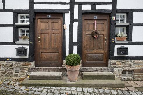 Germany, Essen, Old wooden doors of historic town - EL000045