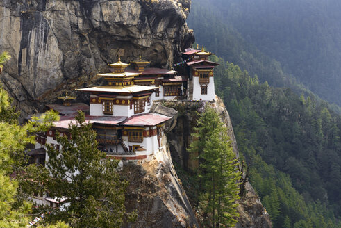 Bhutan, View of Tiger Nest temple at Paro - HL000184