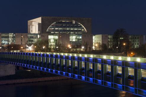 Germany, Berlin, View of Gustav Heinemann bridge in front of German Chancellery - CB000075