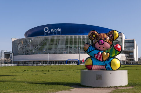 Germany, Berlin, Colorful bear sculpture in front of O2 World - CB000058