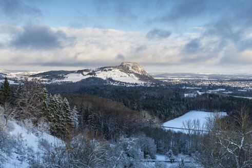 Germany, Baden Wuerttemberg, Constance, Volcanic cone in snow - ELF000100