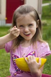 Germany, Bavaria, Girl eating honeydew melon, close up - SARF000038
