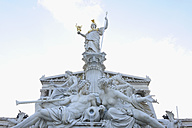 Austria, Vienna, Statue of Pallas Athene in front of parliament building - RUE001019