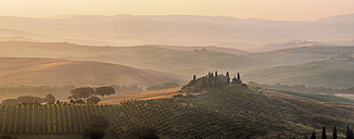 Italy, View of typical landscape at Tuscany - RUE001023