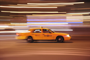USA, New York State, New York City, Blurred motion of yellow cab - RUE001048