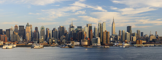 USA, New York State, New York City, View of Manhattan with Hudson river - RUE001045