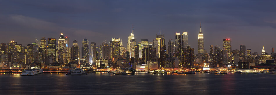 USA, New York State, New York City, View of Manhattan with Hudson river - RUE001016