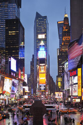 USA, New York State, New York City, View of Times Square in Manhattan at night - RUEF001010
