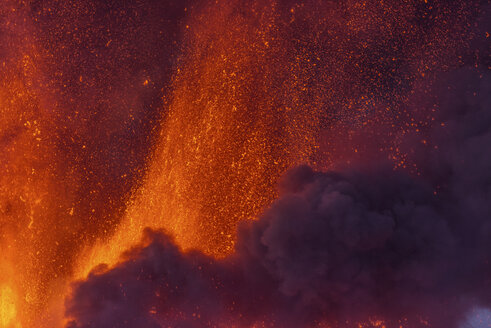 Italy, View of  Lava erupting from Mount Etna - RM000617