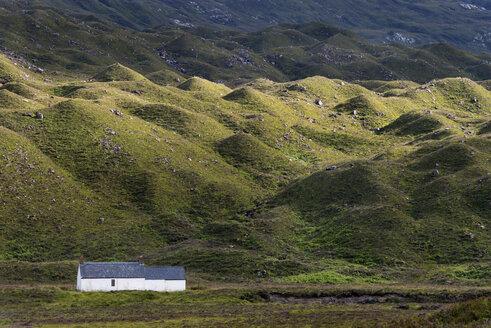 United Kingdom, Scotland, View of Cottage at Torridon hills - ELF000181