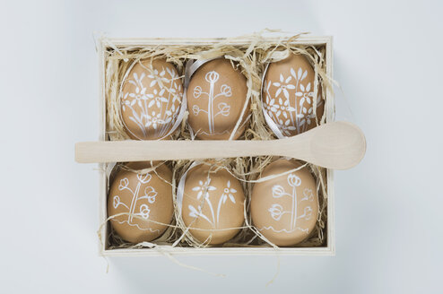 Painted easter eggs in box with straw - ASF004956