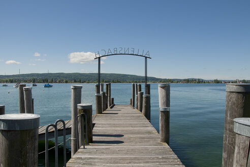 Germany, Baden Wuerttemberg, View of pier at Allensbach - BST000067