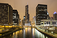 United States, Illinois, Chicago, View of Skyscraper along Chicago River - FOF005131