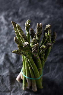Bunch of green asparagus on textile, close up - CSF019408