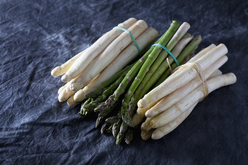 Bunch of green and white asparagus on textile, close up - CSF019304