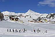 Austria, Salzburg, People skiing in snow - SIE003862