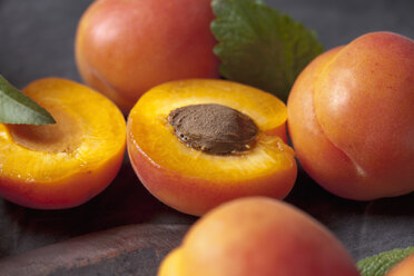 Apricots with leaves, close up - CSF019352