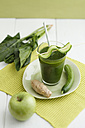Green smoothie made of green apples, spinach, ginger and cucumber, close up - ECF000195