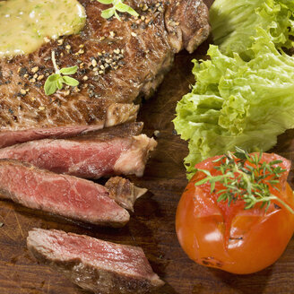 Grilled rib eye steak with herb sauce on wood - CH000030