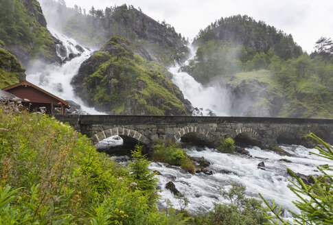 Norway, Double waterfall Latefoss with bridge - HWO000002