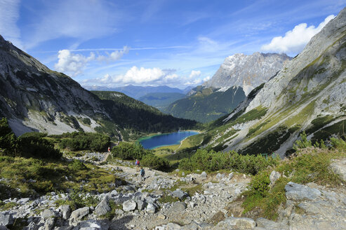 Austria, Tyrol, View of Seebensee lake and Zugspitze mountain - LH000164