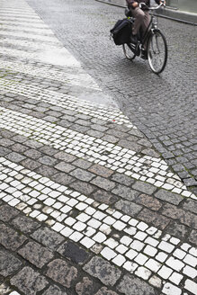 Belgium, Bruges, People cycling on cobblestone - GW002263
