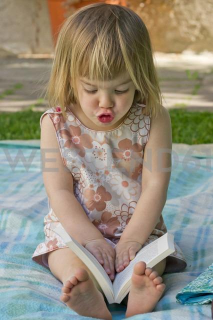 Germany, Baden Wuerttemberg, Girl reading book - LVF000112