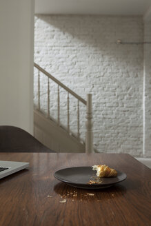 Croissant in plate on table - FMKYF000346