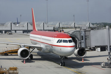 Germany, Bavaria, Munich, Aircraft A 320 on airport apron boarding - RD001110